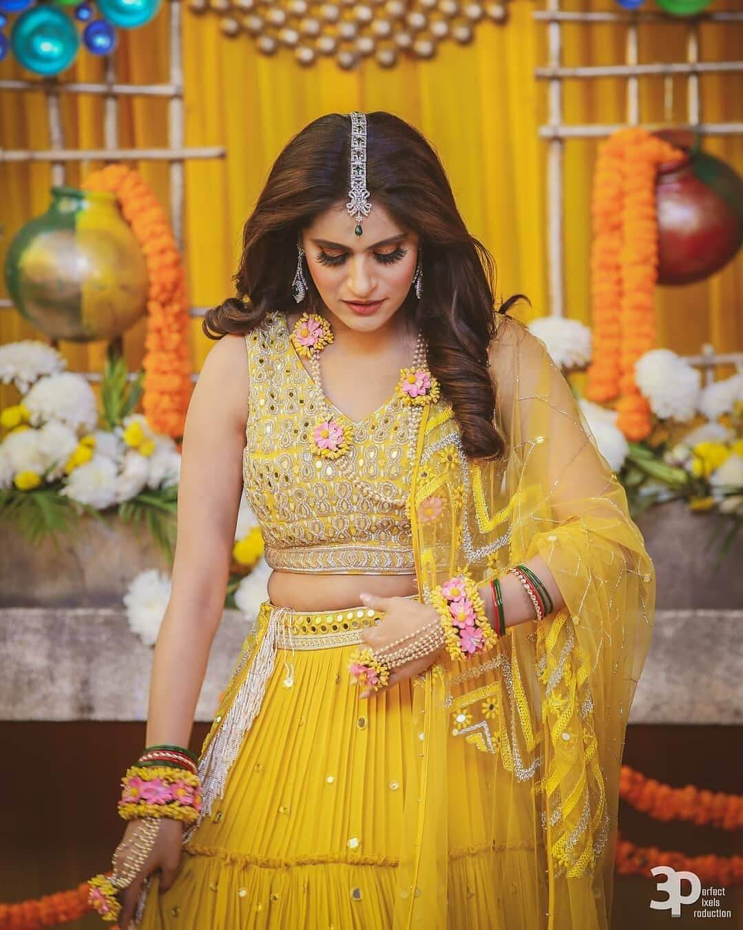 bride chose Lehenga chunk yellow in colour for her mehendi