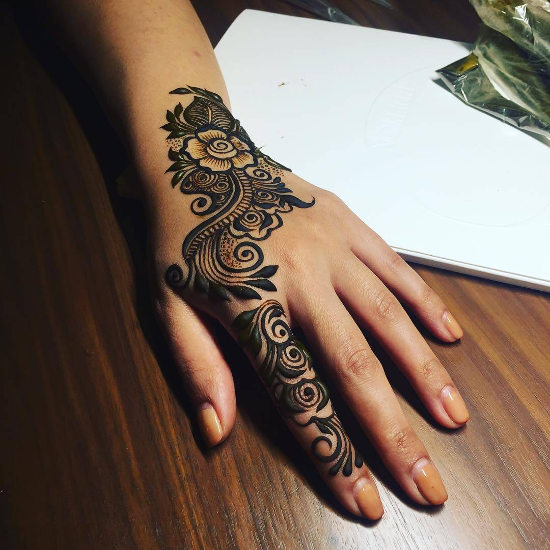 An Enclosure Of Roses Simple Arabic Mehndi Designs for Left Hand