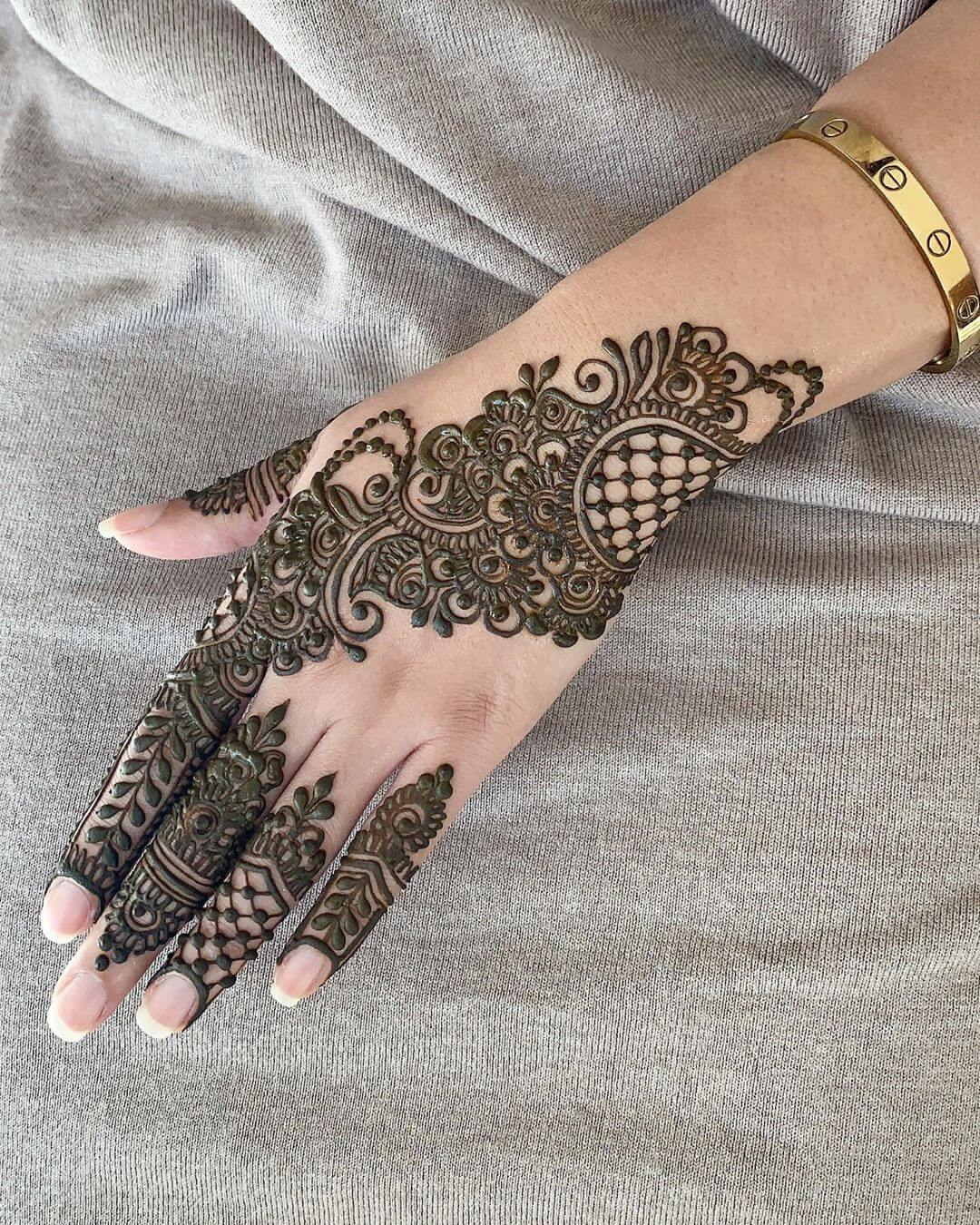 What Radiance! Simple Arabic Mehndi Designs for Left Hand