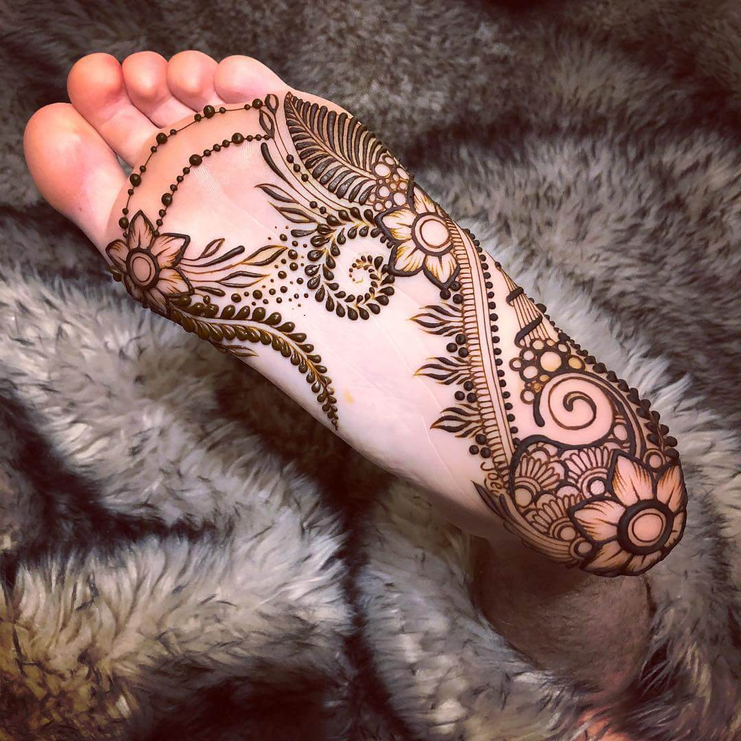 Arabic Beauty Mehndi Design For Foot
