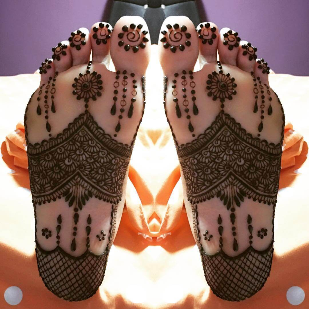 Floral Jaal Mehndi Design for foot