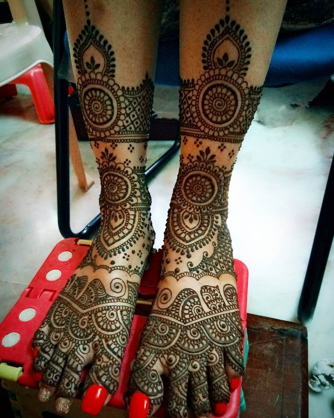 Heavy Mandala Design For Bride's Legs