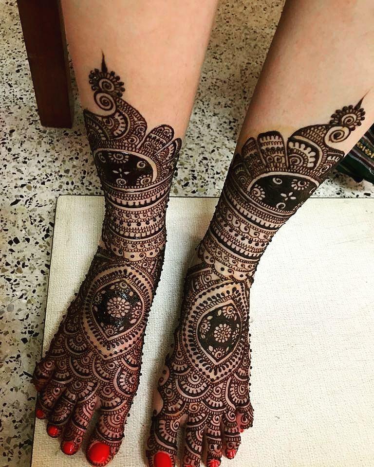Heavy Half Leg Mehandi Design For Brides