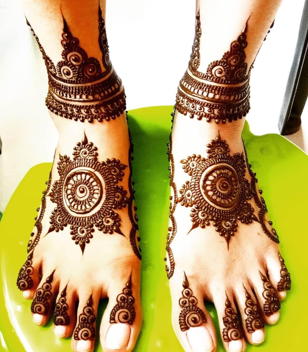 Mandala Mehandi Design For Bride's Legs