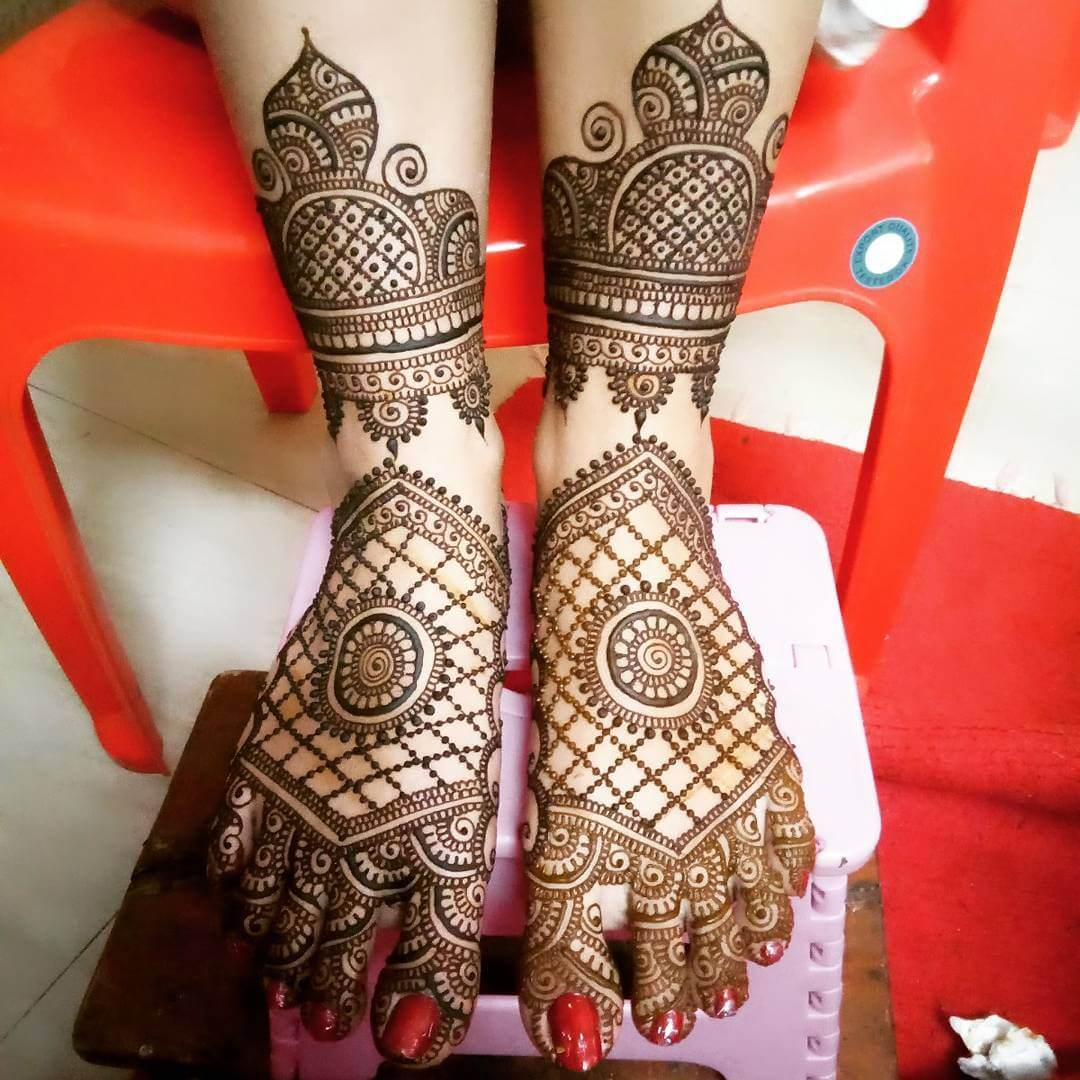 Another Monumental Pattern For Bridal Mehandi For Legs
