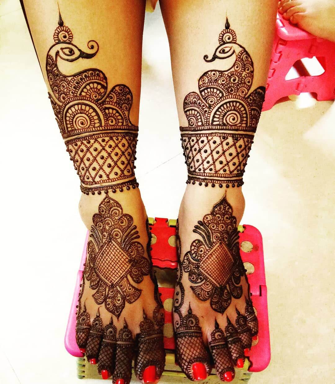 In Love With The Fishnet Pattern For Bridal Legs Mehandi