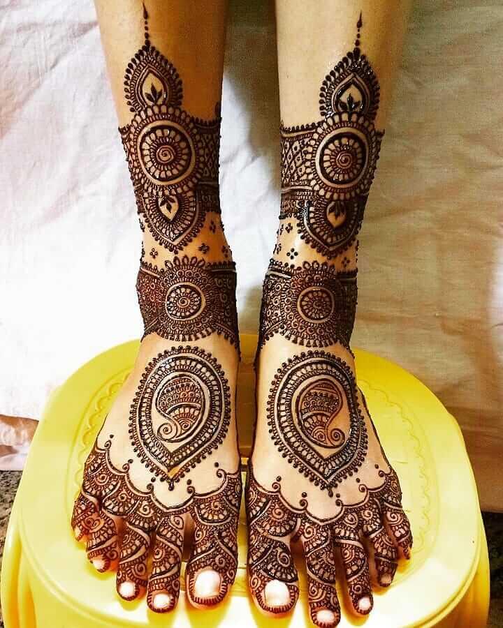 Paisley Mehandi Patterns For Bride's Legs