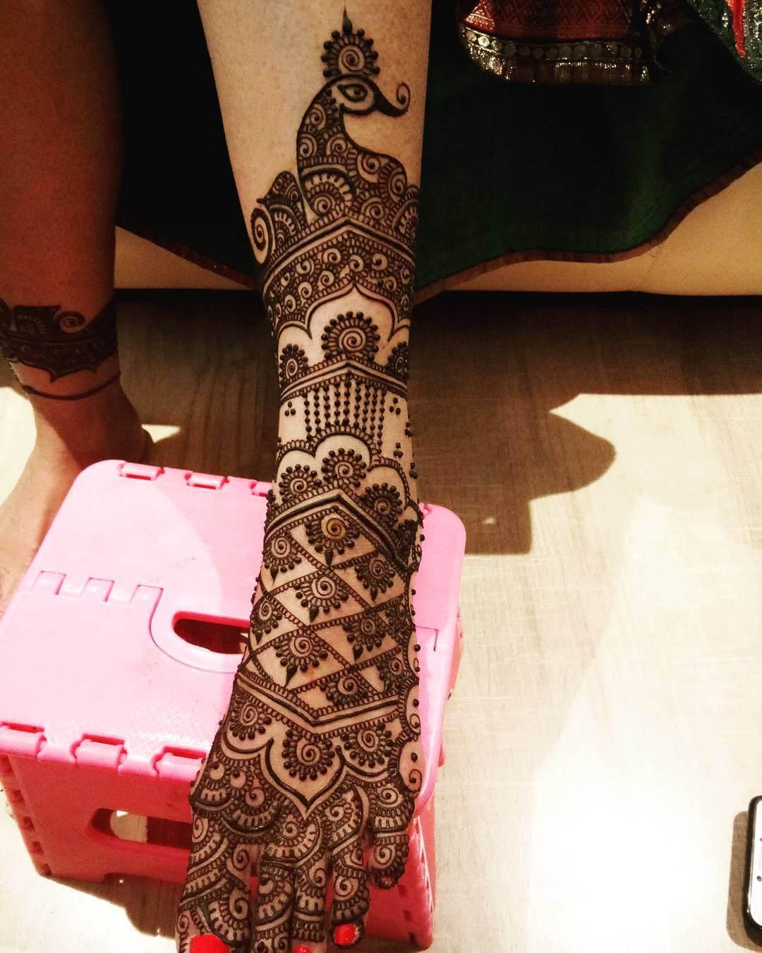 Classic Mehendi Design For Bride's Legs