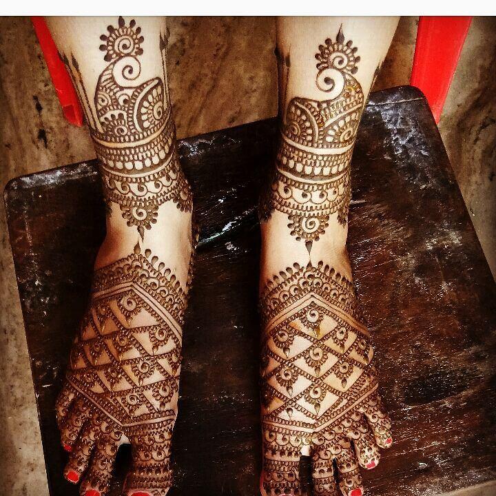 Intricate Mehandi Design For Bridal Legs