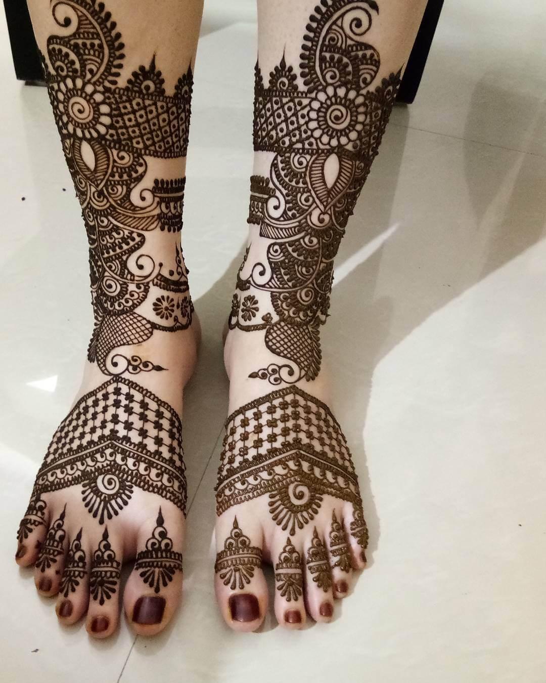 Traditional Mehandi Design For Bridal Legs
