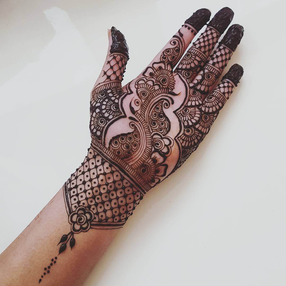 Paisley with delicate floral design for prepossessing brides and bridesmaids Half Hand Mehndi Design