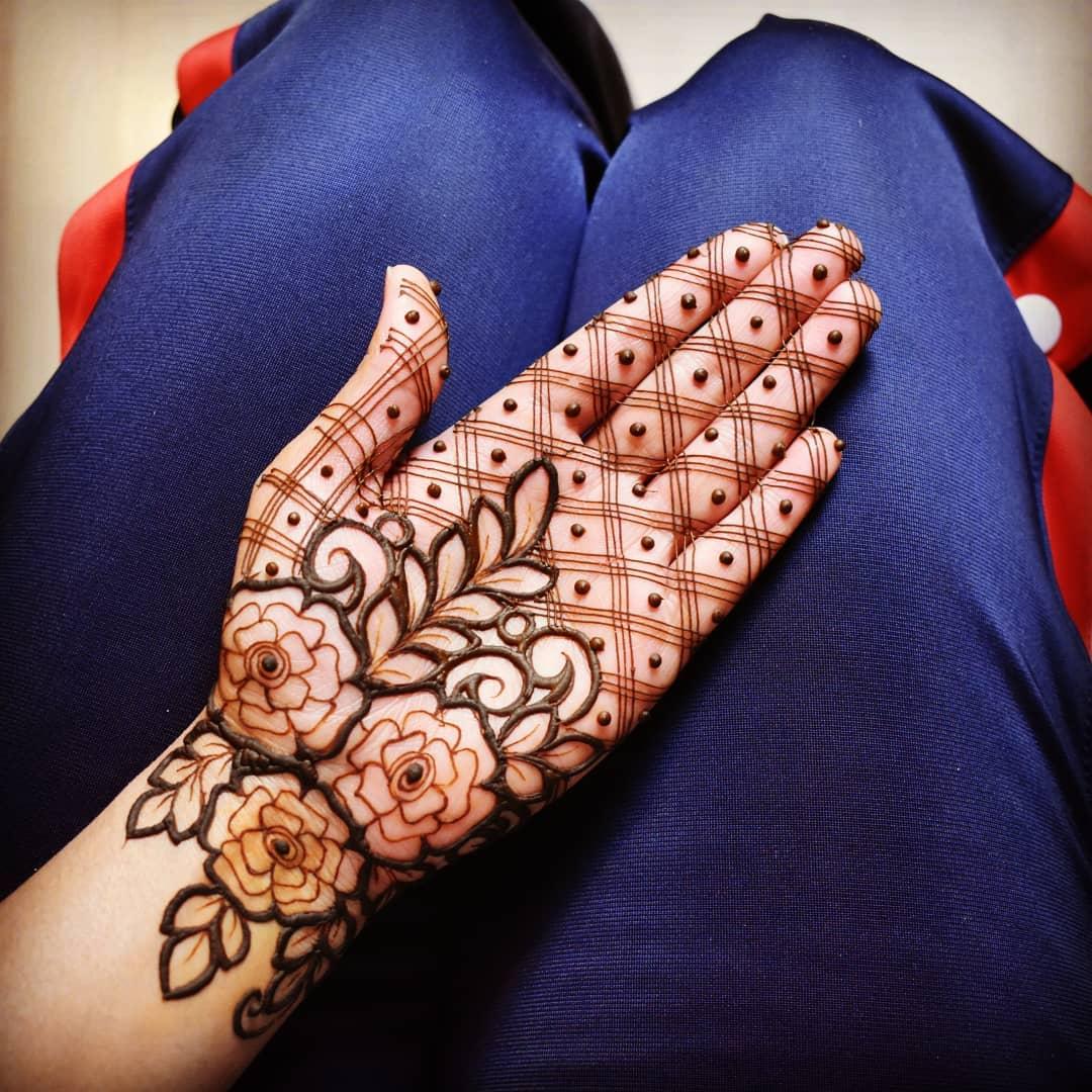 Negative space flowers design for nifty bridemaids Half Hand Mehndi Design