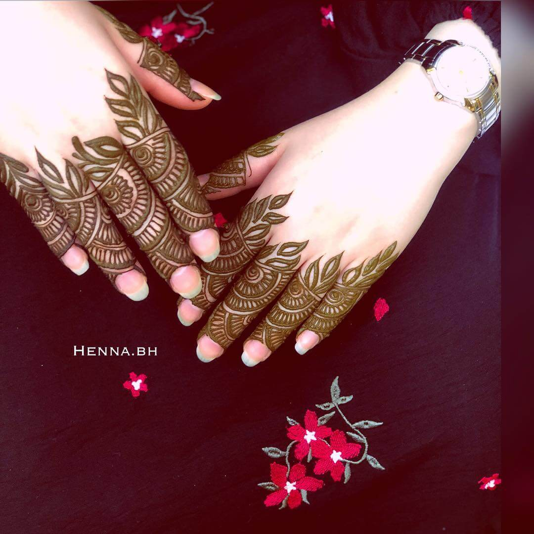 Khafif Brocade Back Hand Mehndi Design For Fingers