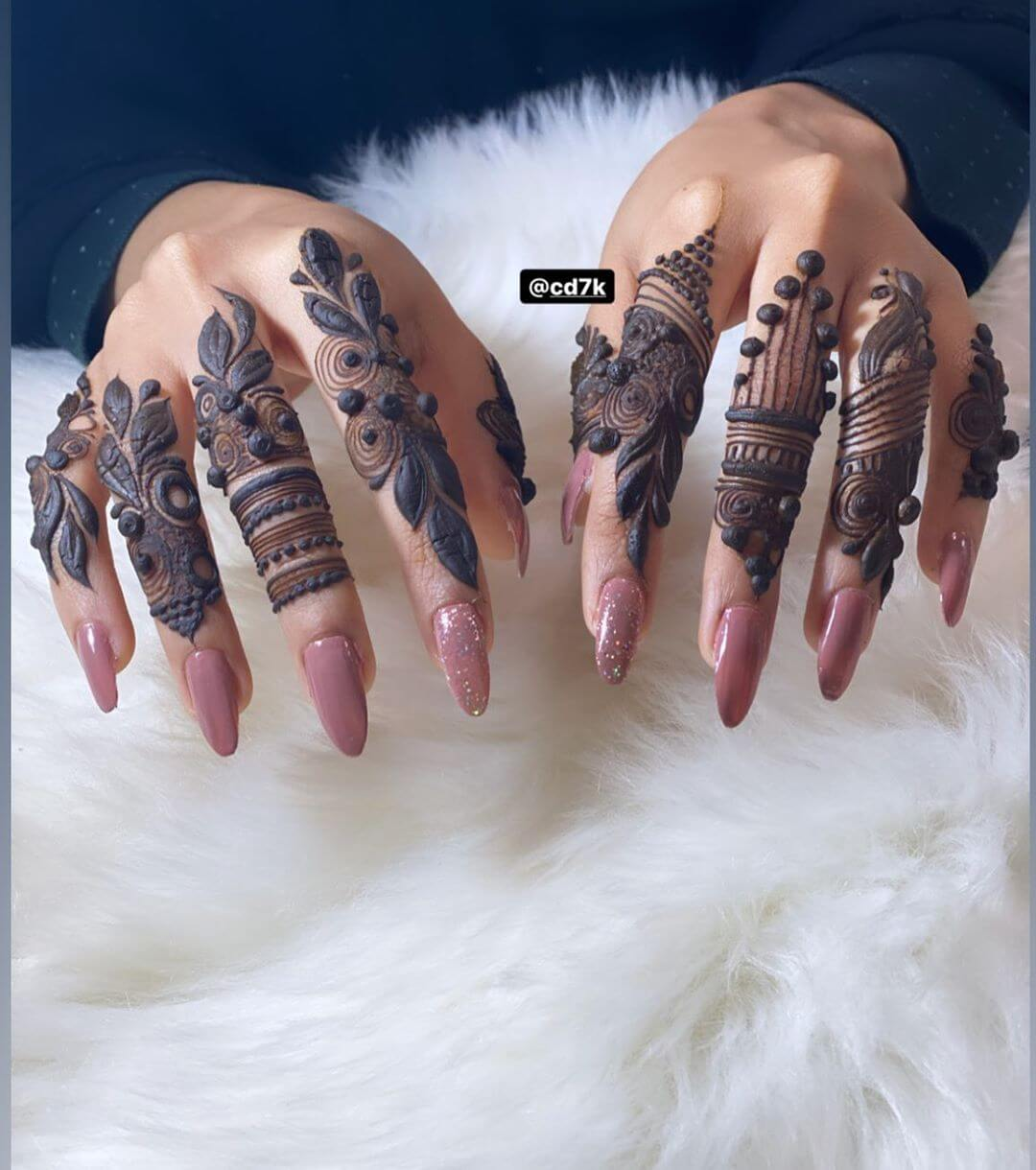 Trendy Khafif Mehndi Design For Fingers