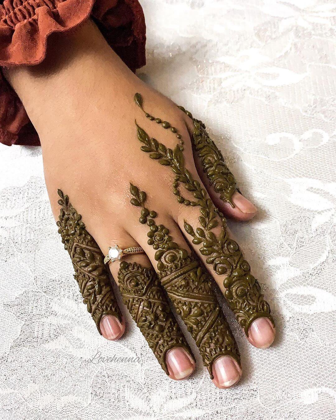 Khafif Jeweled Mehndi Design For Fingers