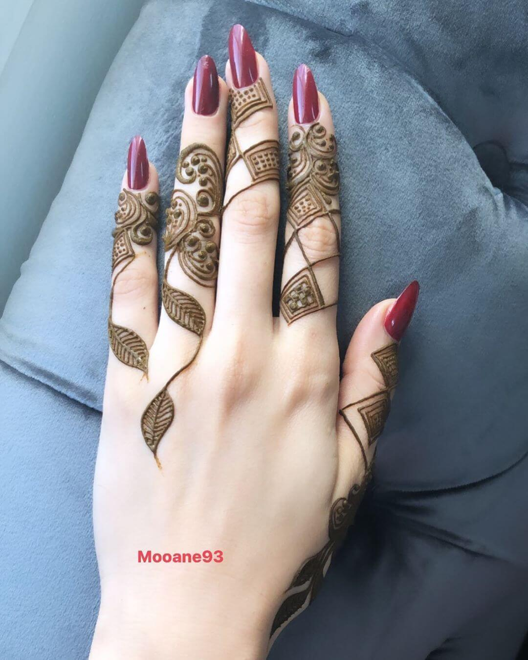 Khafif Queenly Mehndi Designs For Fingers