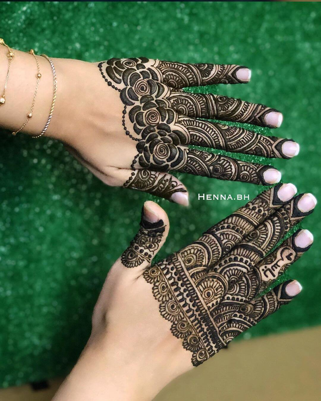 Khafif  Flower Mix Net Mehndi Design For Fingers