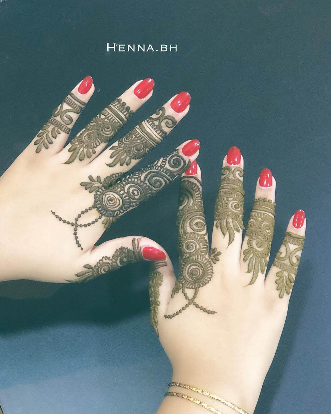Khafif Lacery Mehndi Design For Fingers