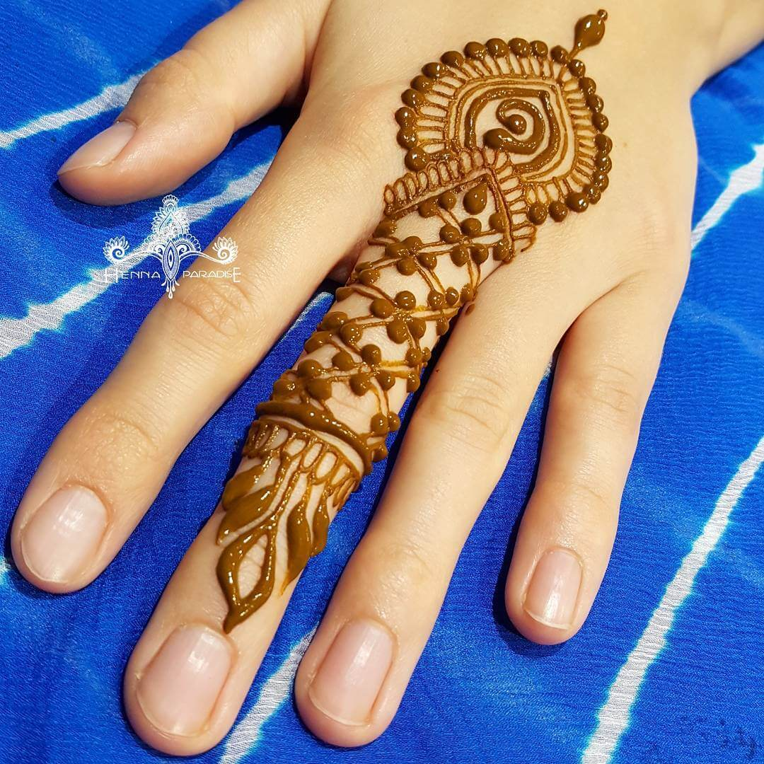 One Finger Beads And Petals Mehndi Design