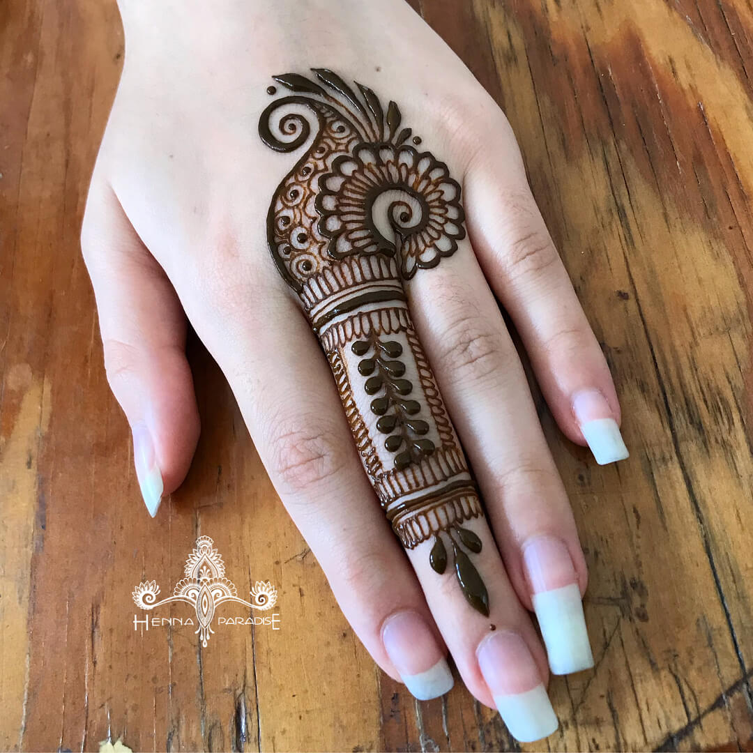 One Finger Paisley Mehndi Design