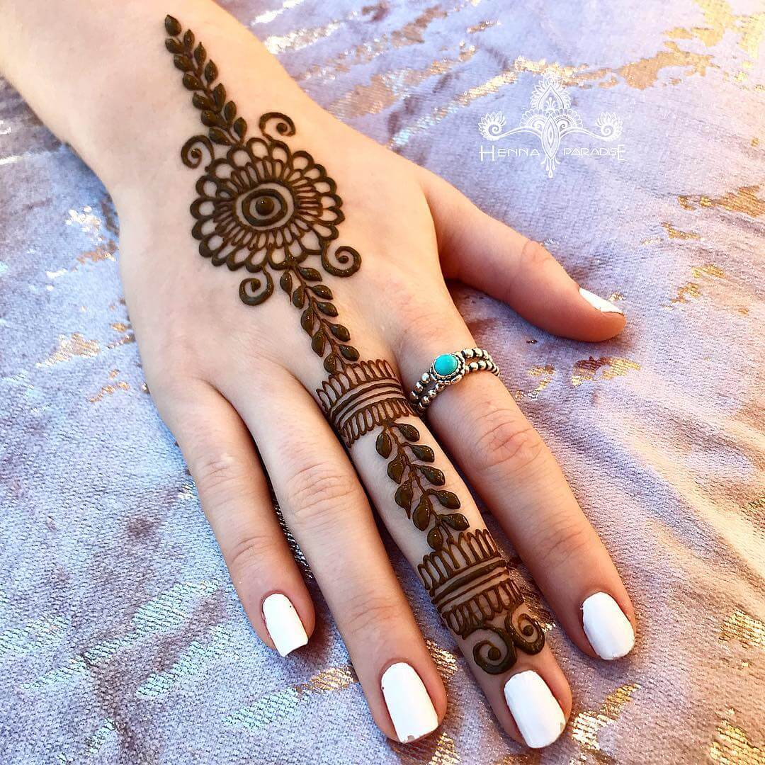One Finger Vertical Mehndi Design
