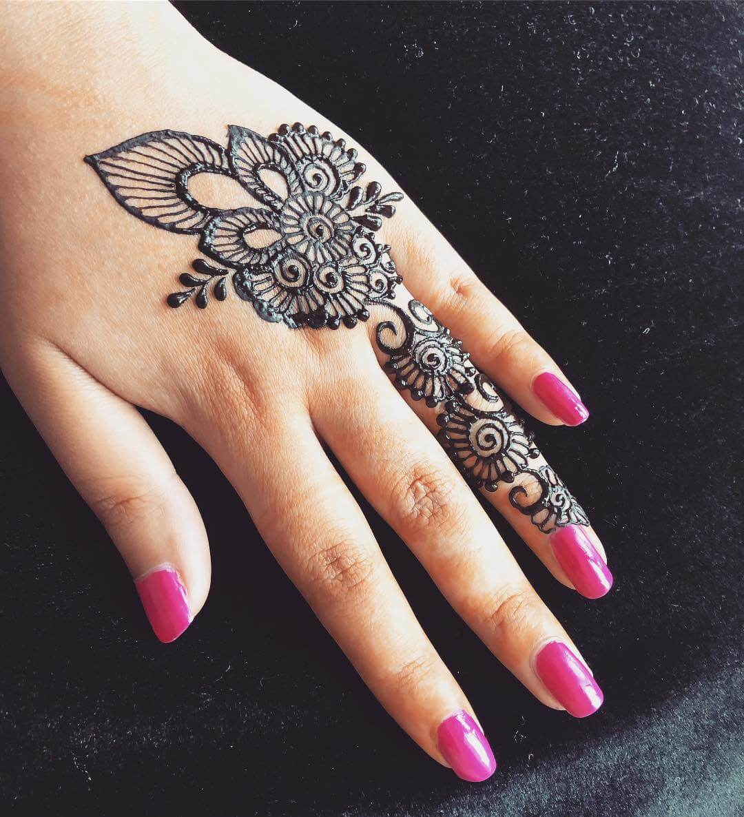 One Finger Meadow Mehndi Design