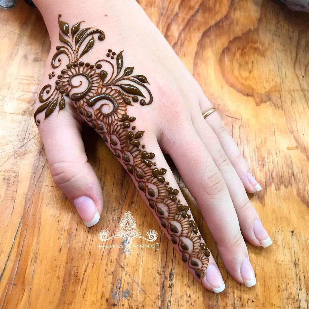 One Finger Petals And Leaf Mehndi Design
