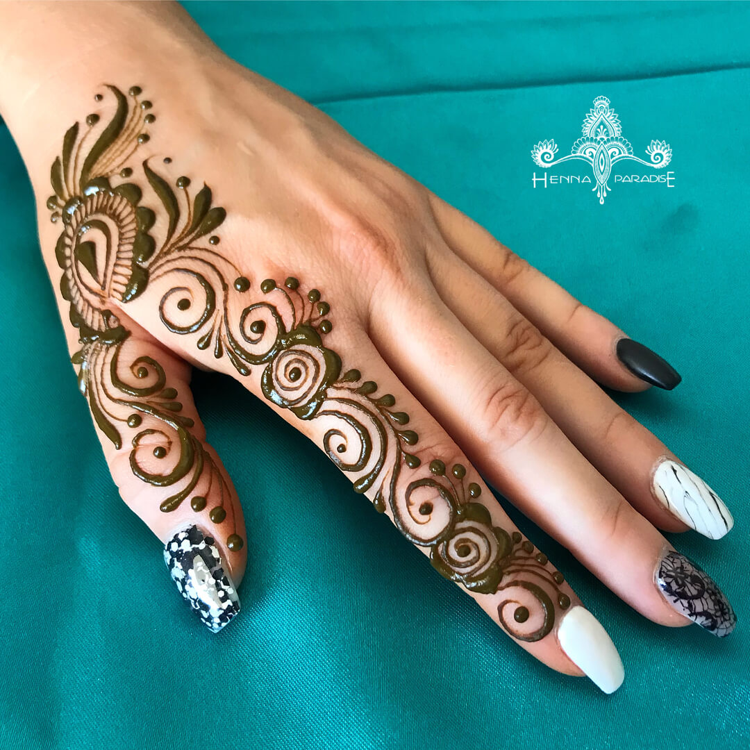 One Finger Swirl Mehndi Design