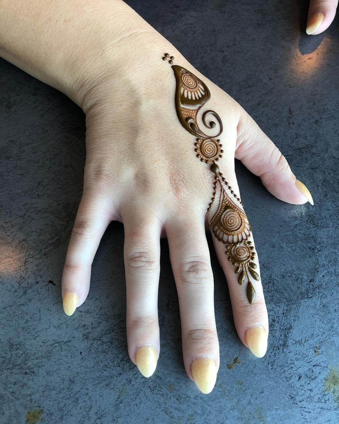 One Finger Spiral Mehndi Design