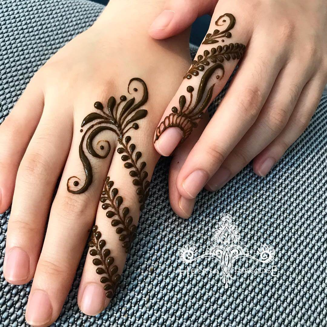 One Finger Diagonal Mehndi Design