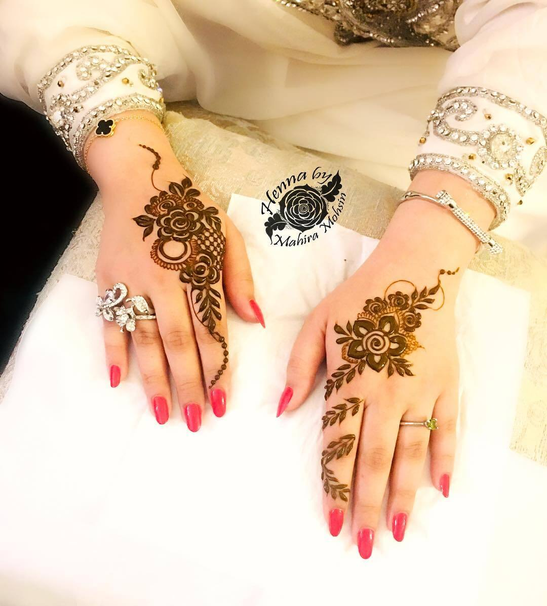 One Finger Thick Mehndi Design With Fusion Style