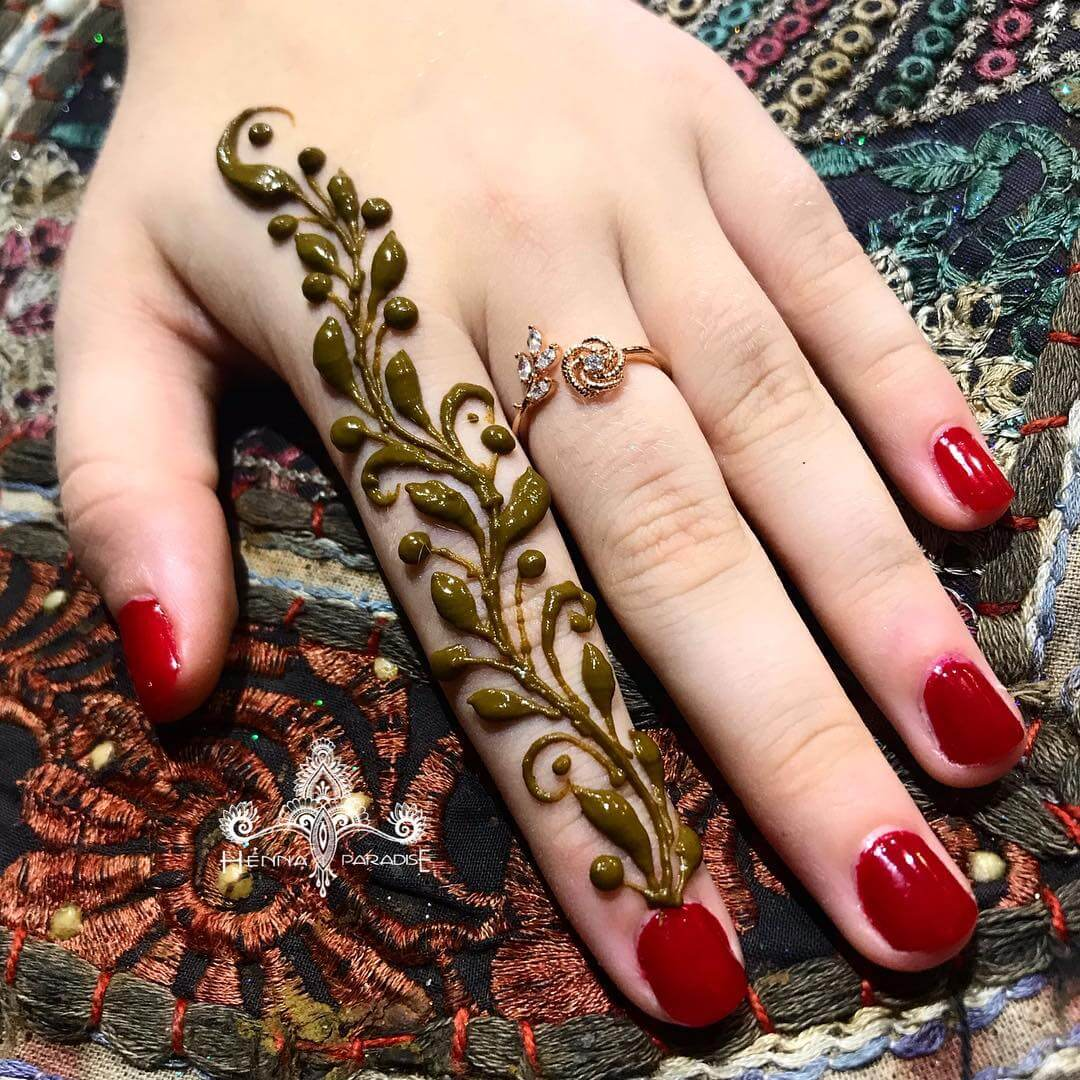 One Finger Leaf And Beads Mehndi Design
