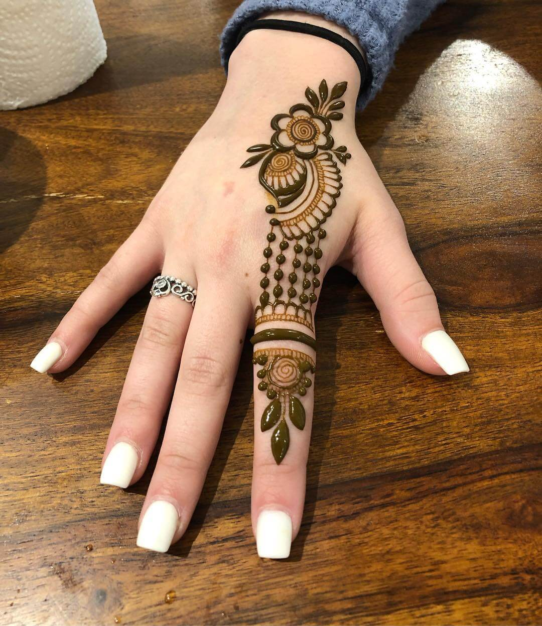 single finger mehndi design
