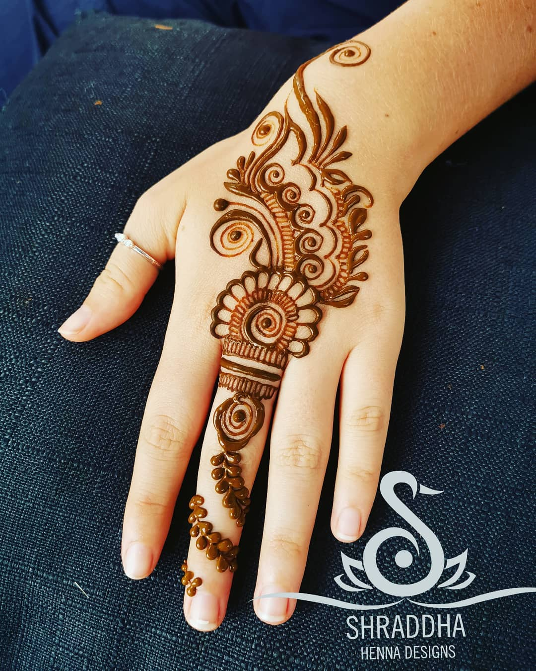 One Finger Bold Mehndi Design
