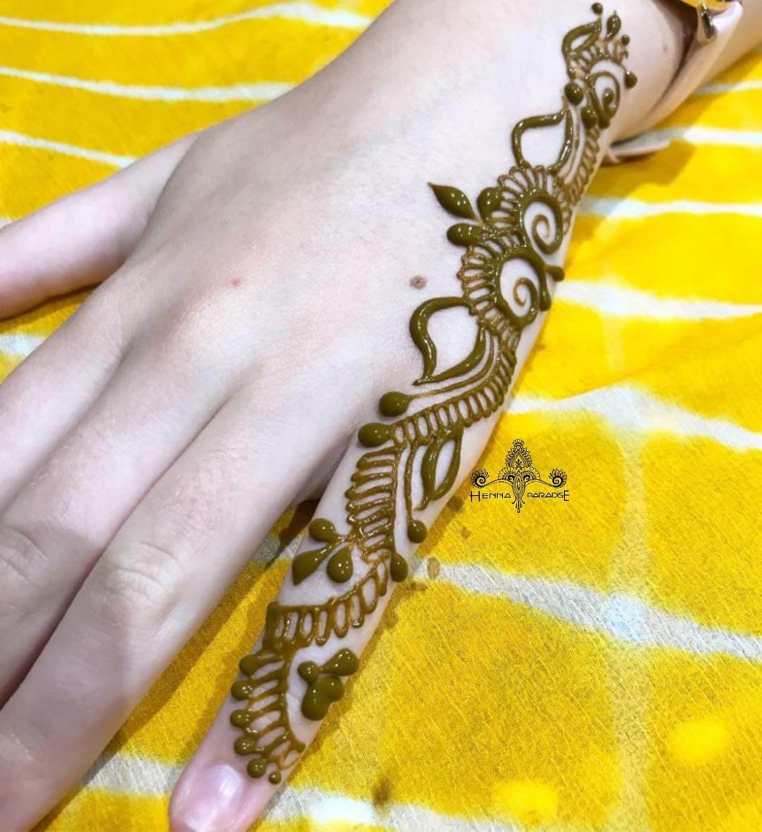 One Finger Plain Mehndi Design