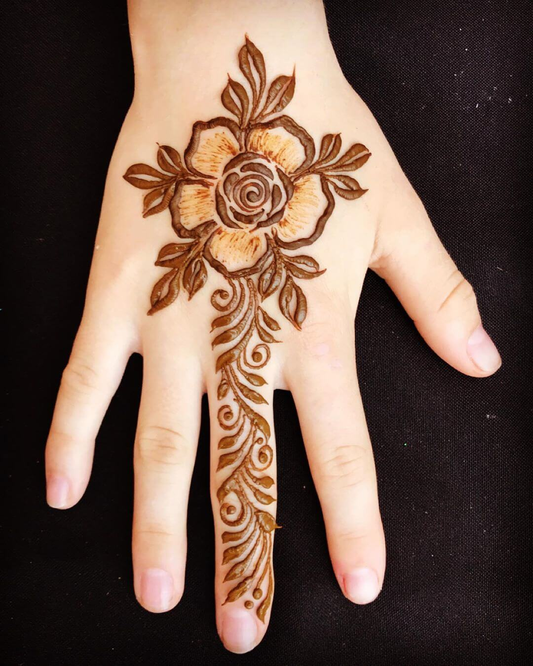 One Finger Broad Mehndi Design