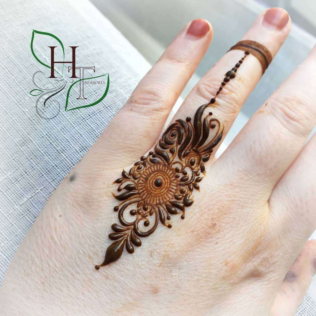 One Finger Feather Inspired Mehndi Design