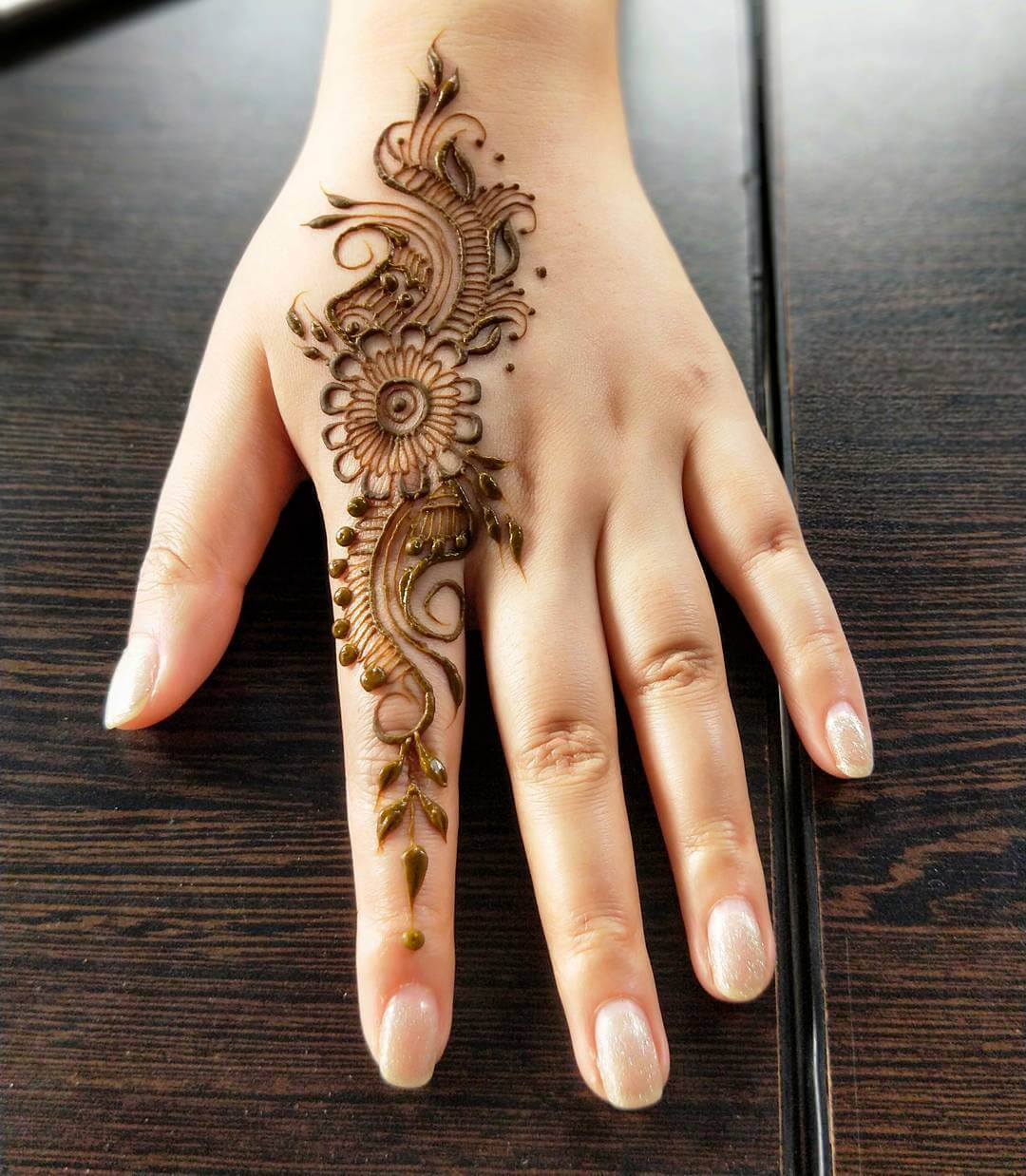 One Finger Stylish Mehndi Design