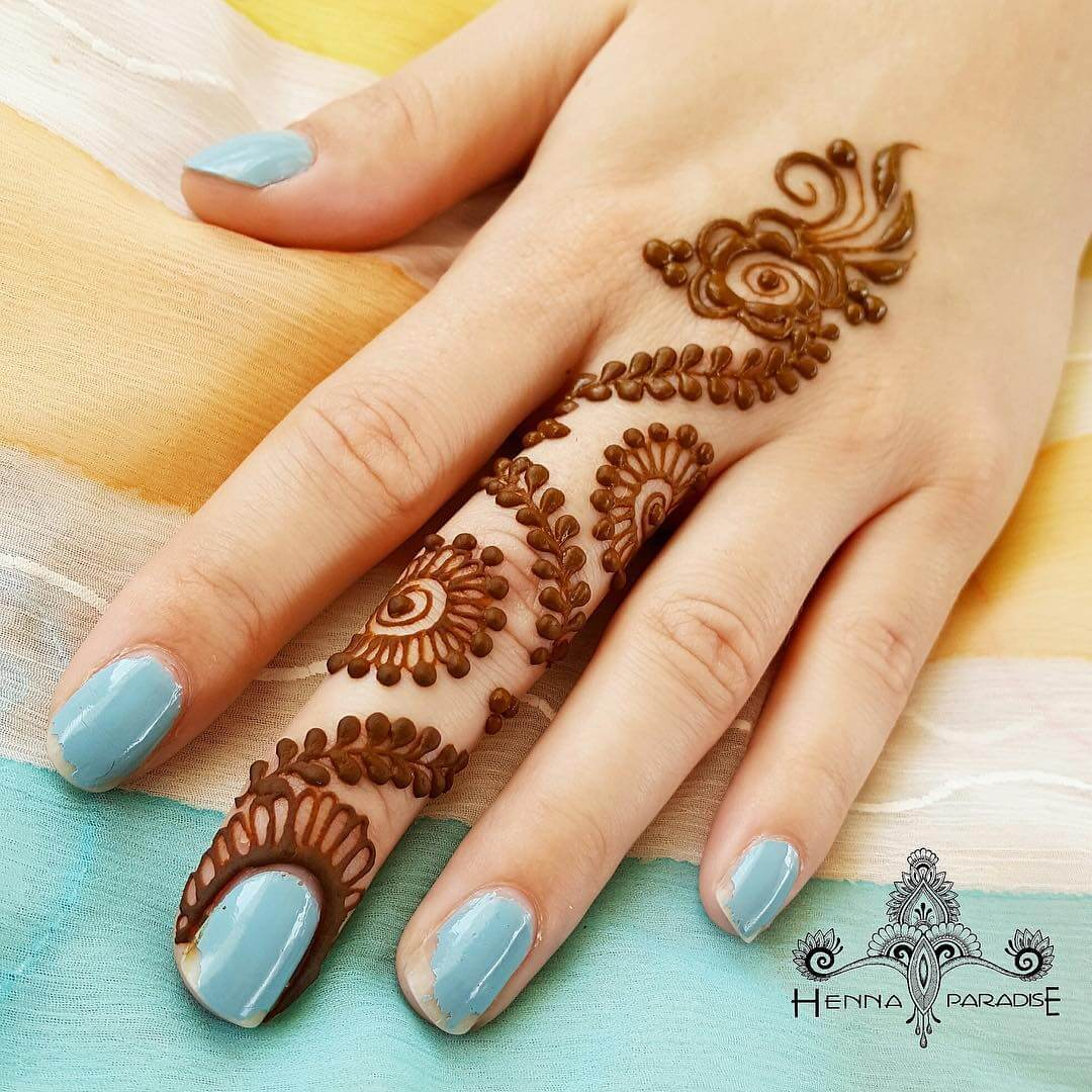 One Finger Zig Zag Mehndi Design