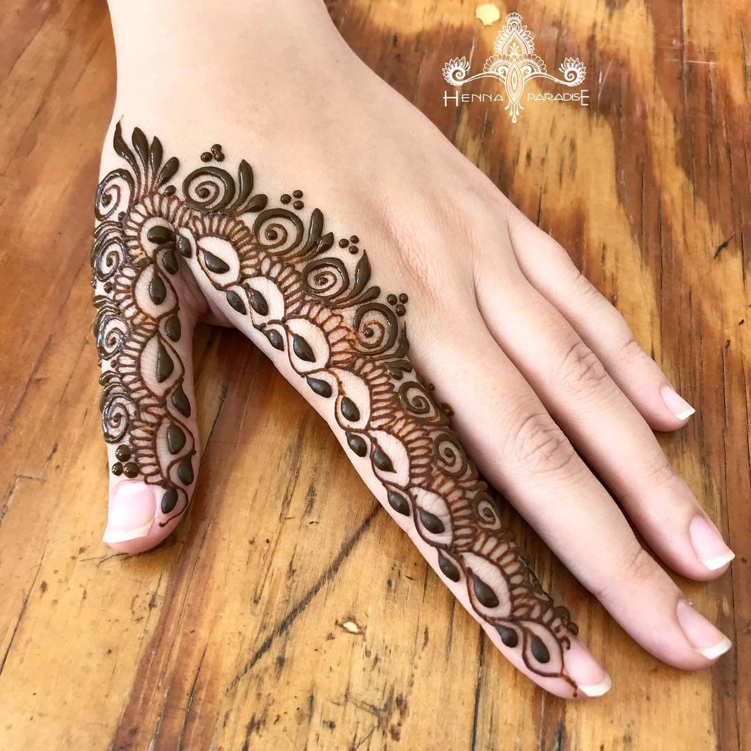 One Finger V-shape Mehndi Design