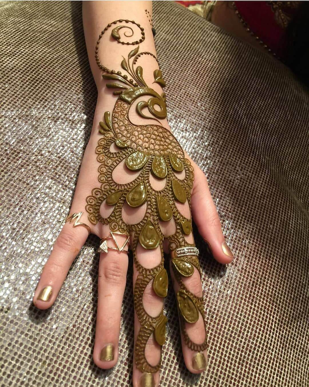 Alluring Peacock Mehndi Design For Back Of The Palm