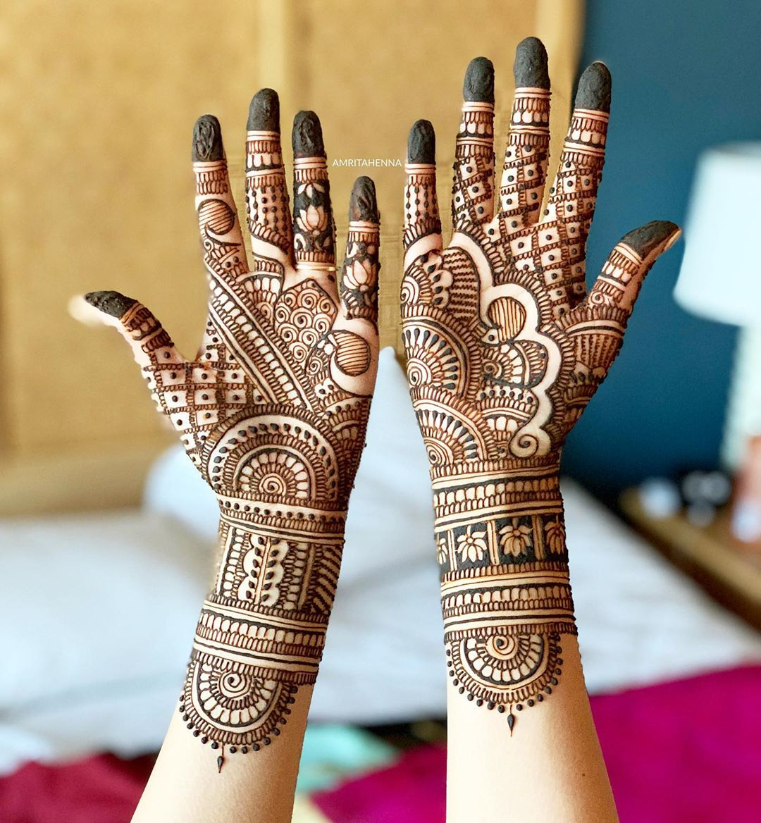 Alluring Marwari style mehendi for adductive brides