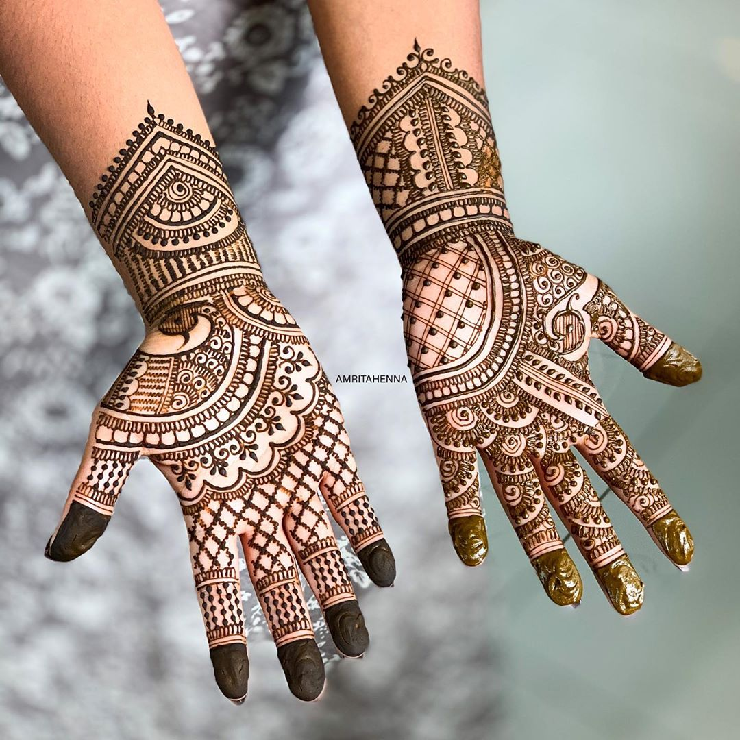 Magnanimous Marwari style mehendi for shining brides
