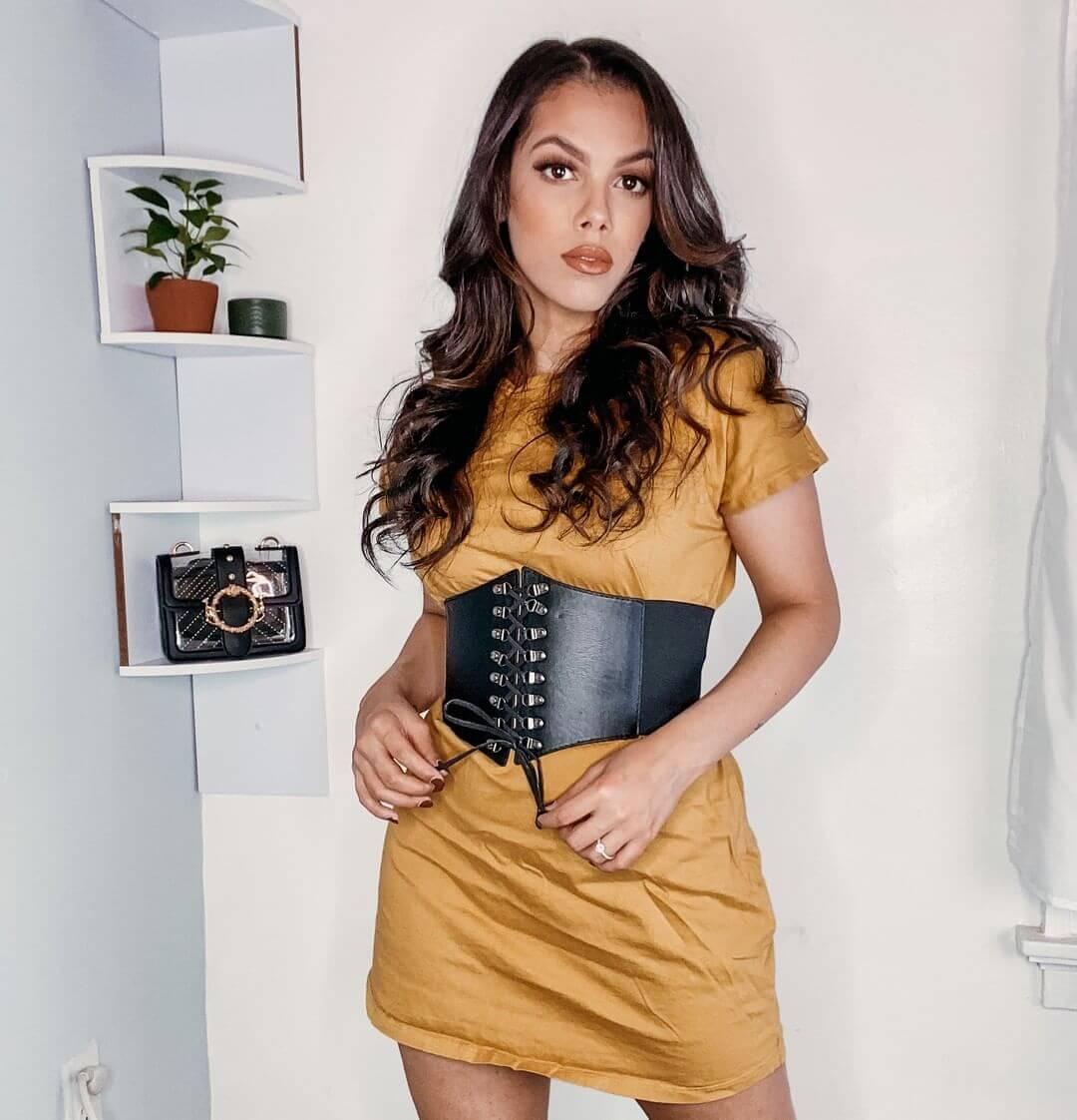 Accessorizing a tshirt dress with a corset belt