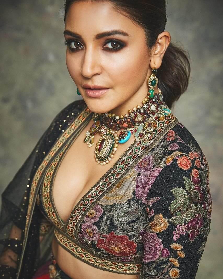 Drop Earrings With Green Gemstones Anushka Sharma's Earring Designs