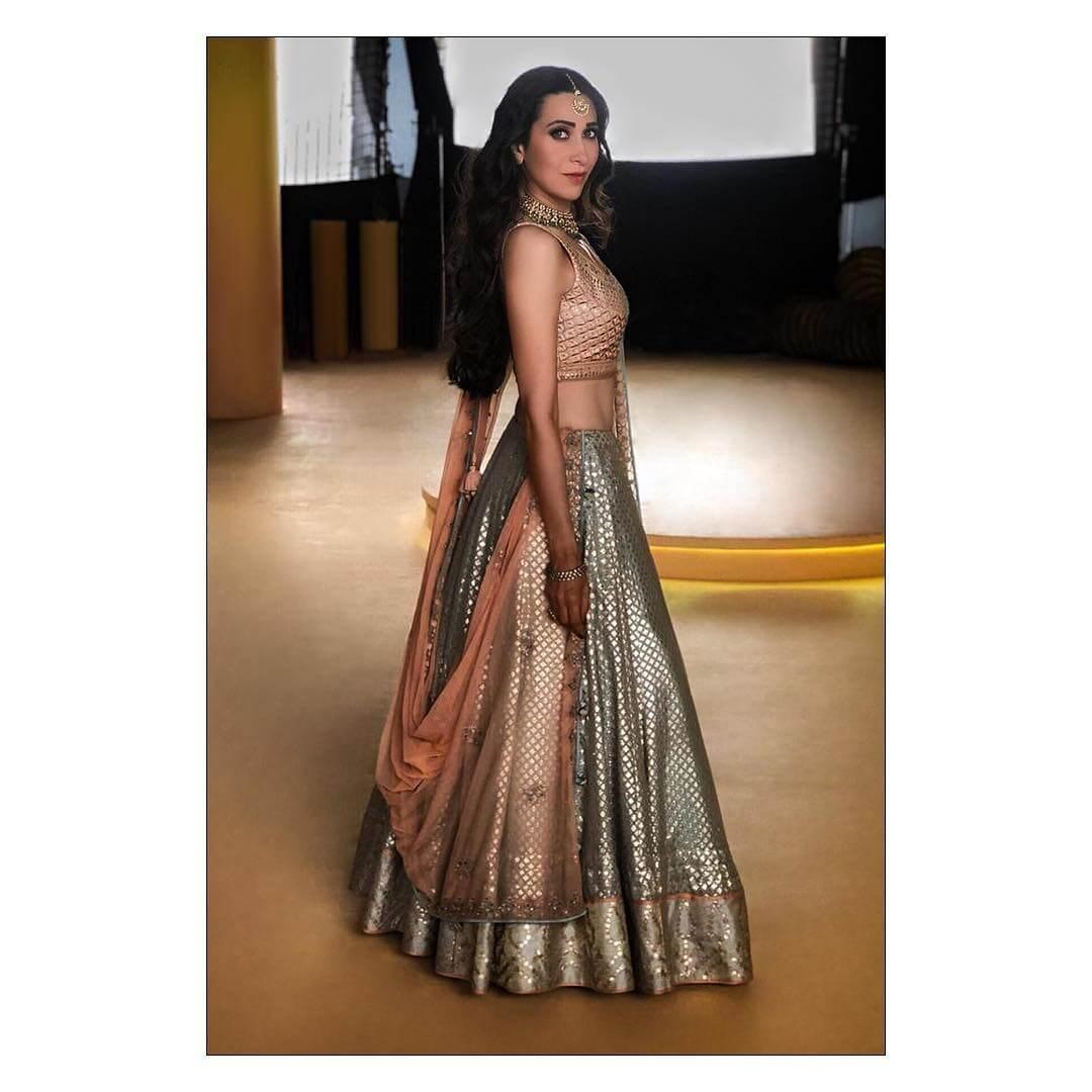 Karishma Kapoor Heavily Embellished Benarasi Lehenga For Sister's Wedding