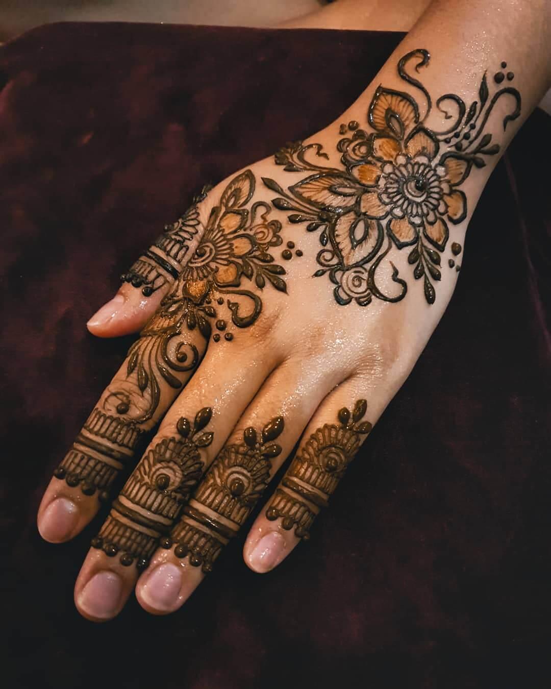 Arabic Floral kerala Mylanchi mehandi Designs For Back Hand