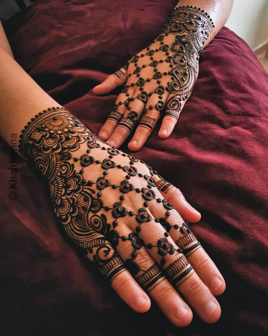 Floral Grid kerala Mylanchi Designs For Back Hand