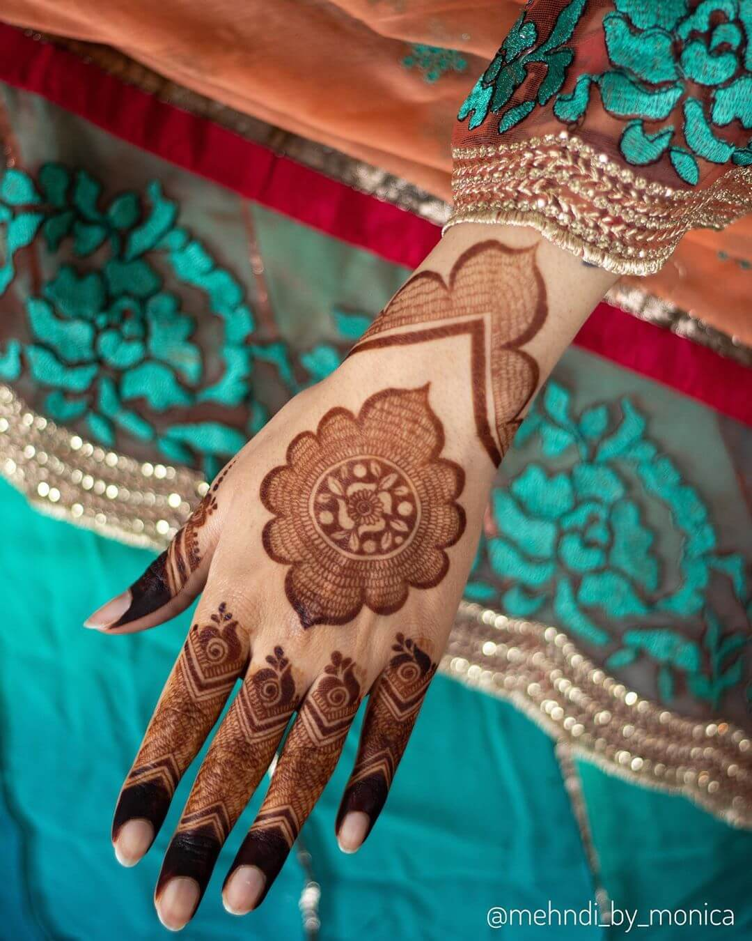 Mandala kerala Mylanchi Designs For Back Hand