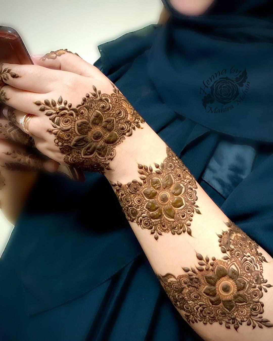 Floral Bold Bracelet kerala Mylanchi mehandi Designs For Back Hand